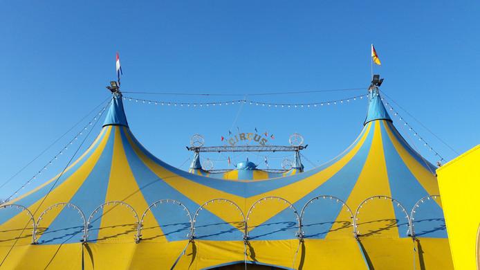 De tent van Circus Renz International bij de Rijnhal op de Olympus in Arnhem-Zuid.