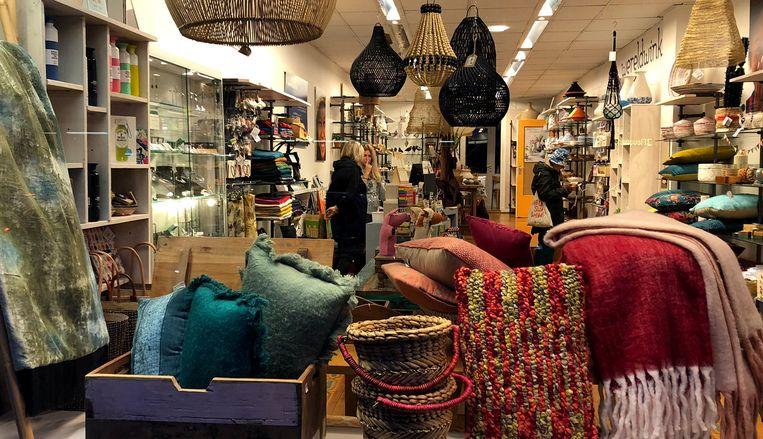 De Wereldwinkel op de Ceintuurbaan verkoopt fairtradeproducten uit overwegend armere landen. Beeld Wereldwinkel