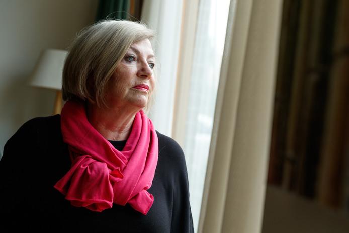 Mary Bronder uit Zevenbergen heeft een schizofrene zoon die langzaam maar zeker nergens meer terecht kan. Ze maakt zich ernstige zorgen.