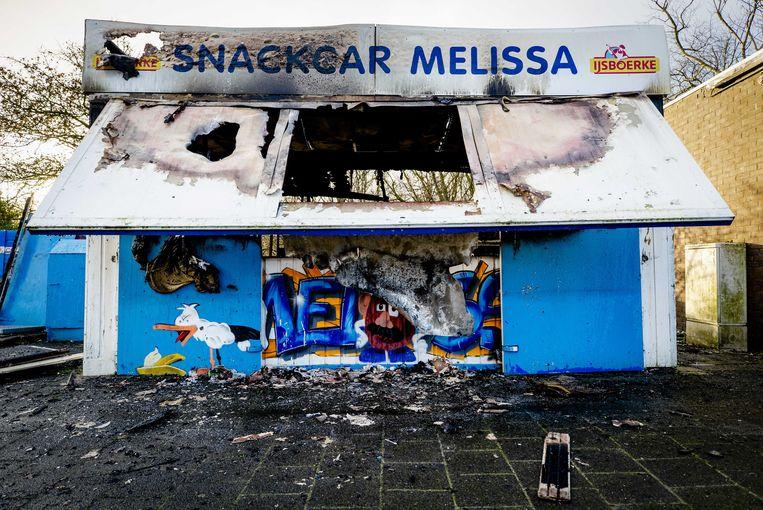 Frietkraam Snackcar Melissa in Duindorp (Den Haag) is door brandstichting compleet vernield.