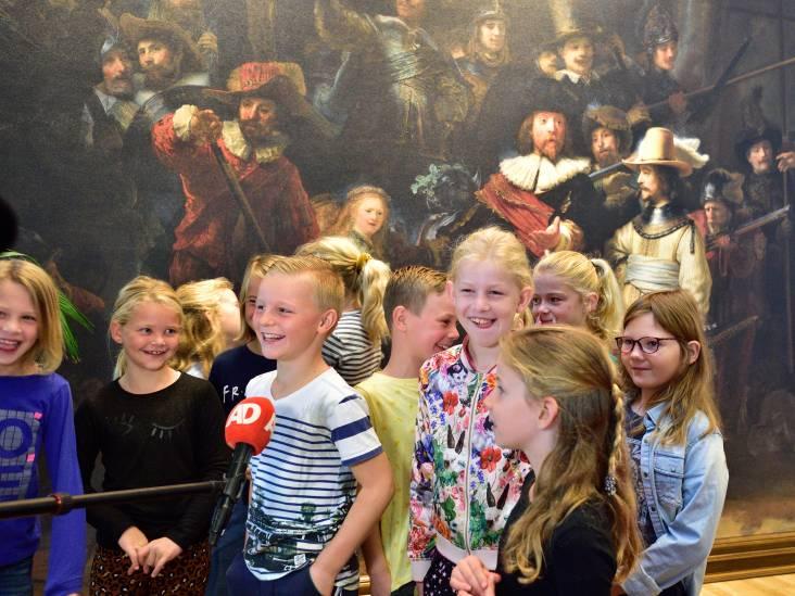 Bewoners zorgcentrum en kinderen genieten van De Nachtwacht in Oudewater: 'Een bijzonder sfeertje'