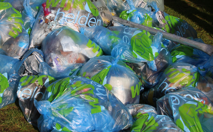 Met het zwerfafval dat Wijkhelden vorig jaar opruimden, vulden ze 18.000 afvalzakken.