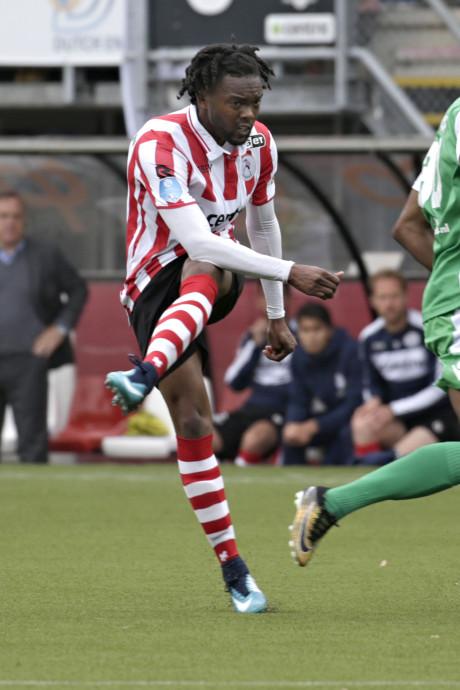 Miquel Nelom testspeler bij Vitesse
