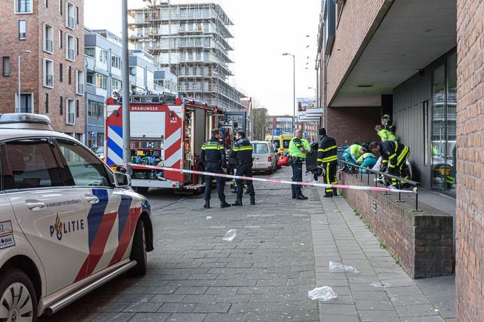In een appartemencomplex aan de Markendaalseweg in Breda is een persoon ernstig gewond geraakt door een CO2-blusinstallatie.