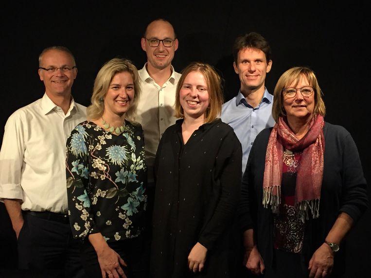 De nieuwe bestuursploeg van De Pinte met Willem Rombaut, Benedikte Demunck, Vincent Van Peteghem, Laure Reyntjens, Kristof Agache en Lieve Van Lancker.