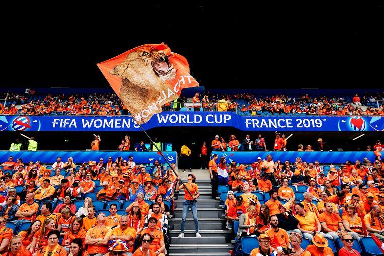 Juni 2019:  Fans voorafgaand aan de wedstrijd Nederland tegen Nieuw-Zeeland tijdens de eerste wedstrijd op het WK voetbal voor vrouwen in Frankrijk.  Beeld ANP/Robin van Lonkhuijsen
