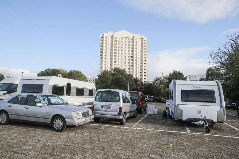 Mobilhomes op de parking aan de Watersportbaan.