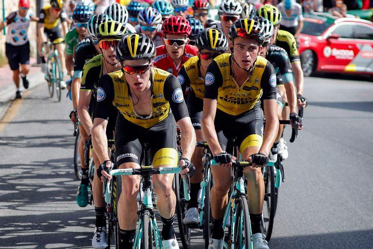 Lotto-Jumbo (met Kruijswijk en Kuss op kop) dicteert de vierde etappe van de Vuelta.Foto Cor Vos Beeld null