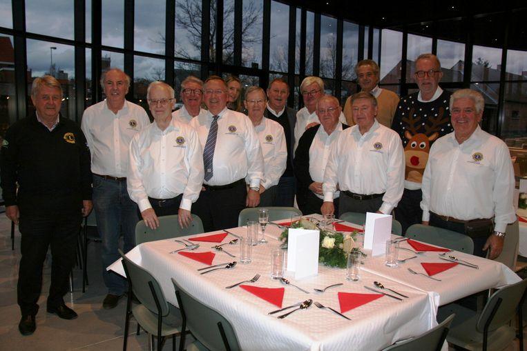 De leden van Lions zijn klaar om hun gasten te ontvangen.
