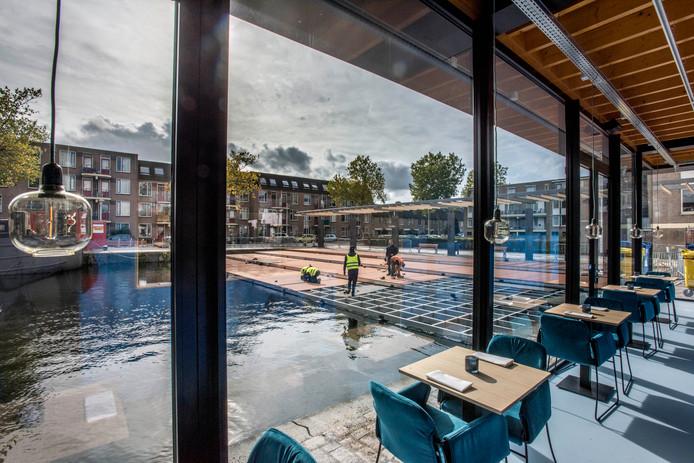Zicht vanuit RAK op de nieuwe 'lounge-trap' van de haven.