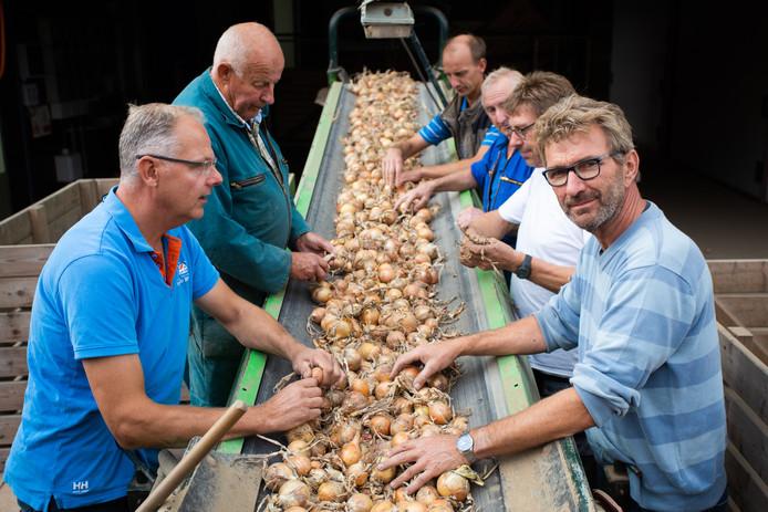 Gertjan van Dueren (rechts vooraan) wil niet elke keer zijn tractor uitstappen.