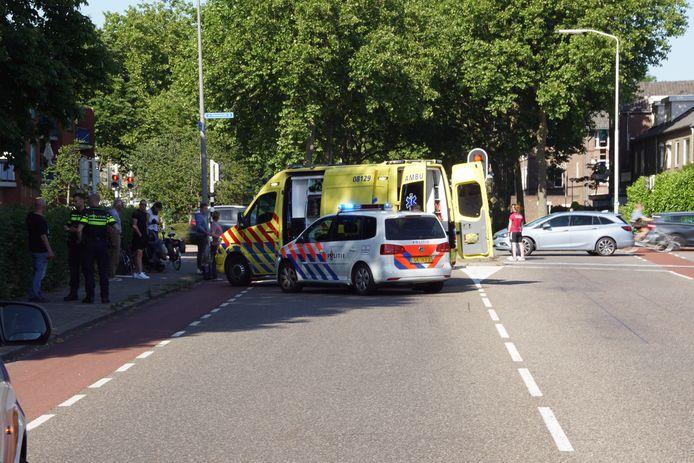 Ongeluk in Nijmegen, een fietsend meisje werd aangereden door een auto.