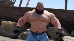 'Iraanse Hulk' die IS wou bestrijden neemt het in MMA-debuut op tegen de 'Engste man op Aarde'