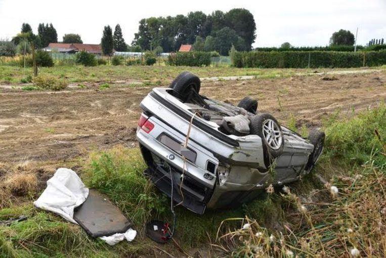 Op de A19 op de grens van Menen en Geluwe raakte een vrouw van de weg af en ging over de kop.