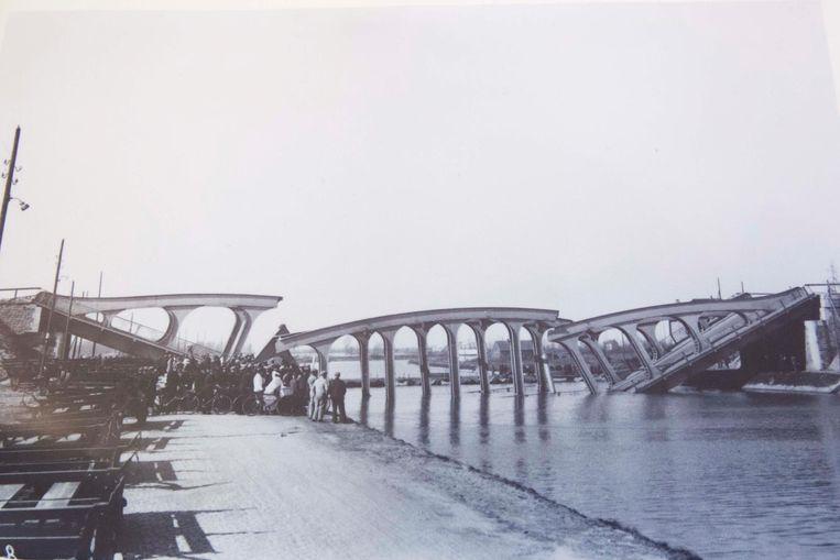 Op 14 maart 1938 stortte de brug over het Albertkanaal in. Ze was amper een jaar daarvoor geopend.