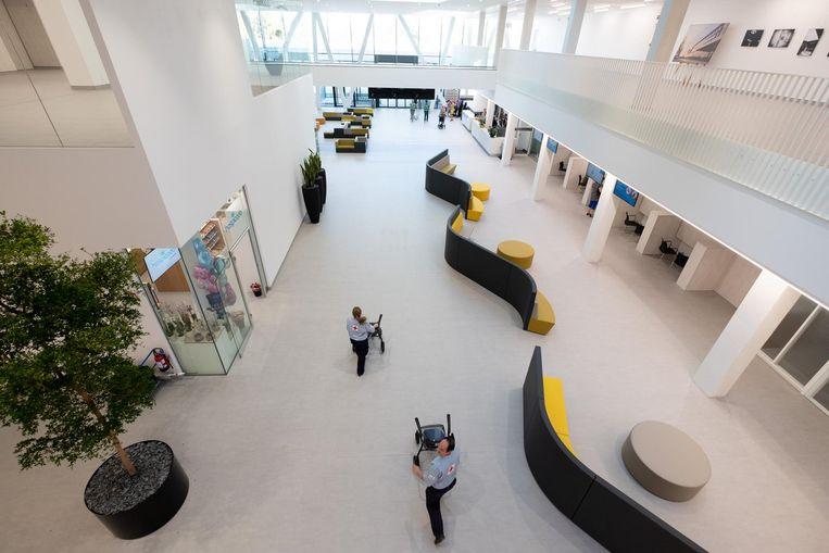 Een blik in de nieuwe lobby van het Sint-Maartenziekenhuis.