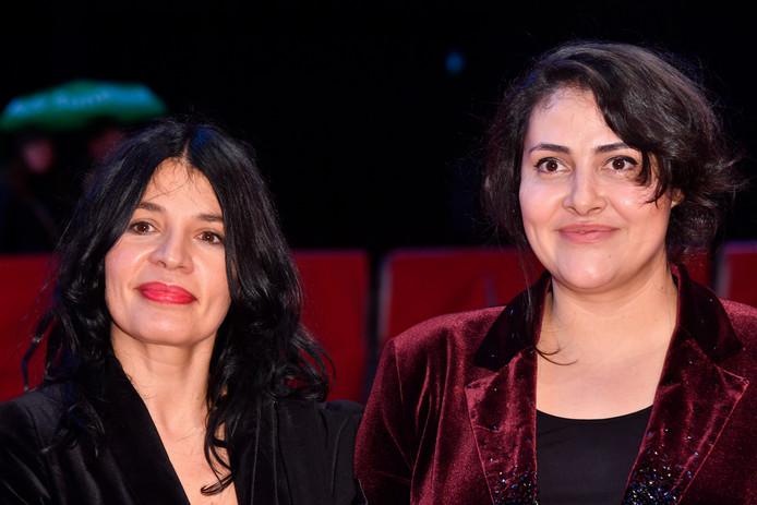 De Macedonische regisseur Teona Strugar Mitevska (links) en actrice Zorica Nusheva van de film 'God exists, her name is Petrunya' poseren tijdens het Berline film festival in Berlijn.
