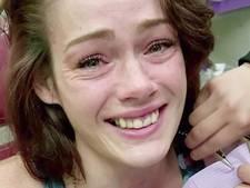 Slachtoffer huiselijk geweld huilt van geluk na gratis reparatie voortand