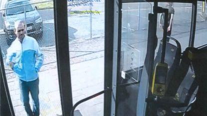 Politie zoekt getuigen na incident op lijnbus