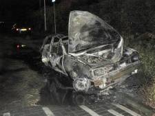 Auto volledig uitgebrand in Almelo