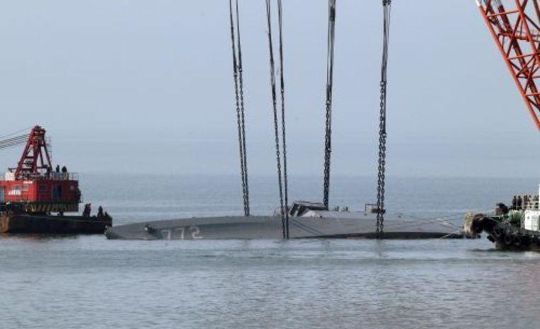 Het marineschip Cheonan wordt geborgen. ANP Beeld