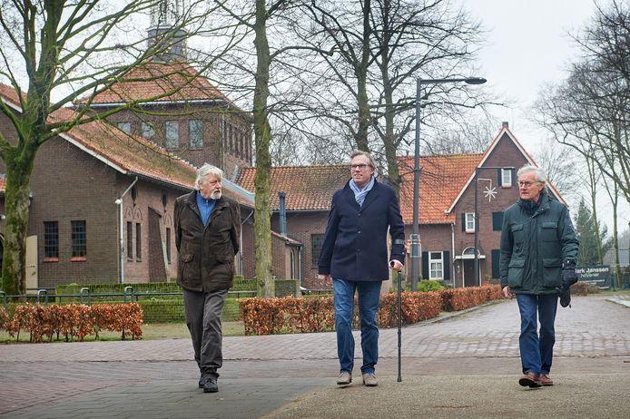 De Boekelse monumentencommissie is bezig met een poging om Venhorst een monumentale status te laten krijgen. vlnr. Jef Verhoeven, Christian Manders en Albert van Duijnhoven.