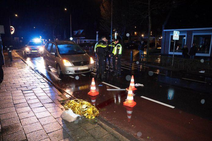 De politie doet zaterdagavond onderzoek bij de plek van het ongeval, het zebrapad over de Prinses Julianastraat bij de kruising met het Vrijthof.