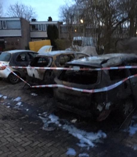 Autobrand Weezenhof die drie auto's trof is aangestoken