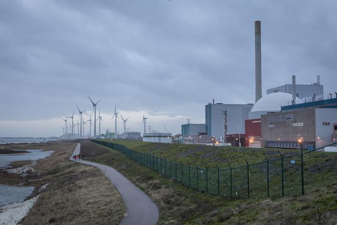 Grond verschoven van dijk bij kerncentrale; Borssele