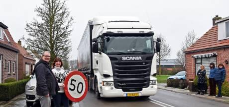 Busje ramt auto's in Boerenhol. 'Dit is de zoveelste keer. Moeten er slachtoffers vallen?'<br>