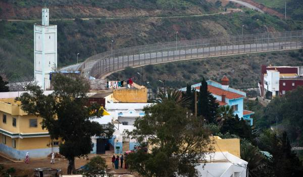 Migranten bestormen hek rond Spaanse enclave Ceuta