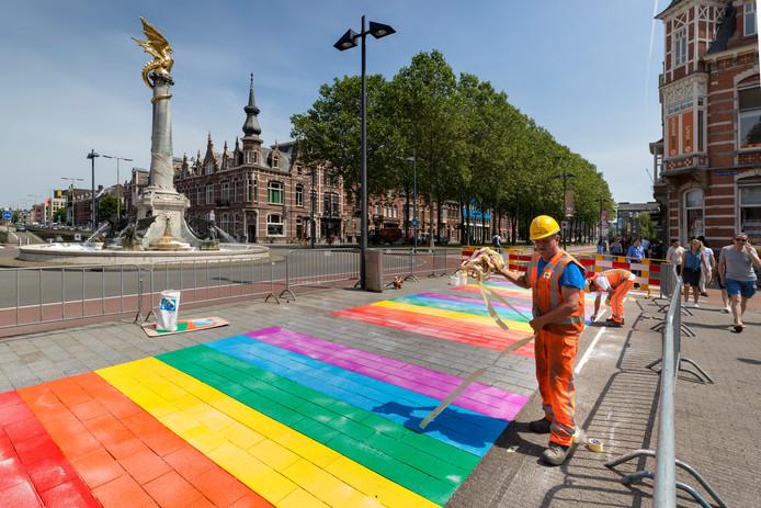 Het regenboog-zebrapad in Den Bosch.