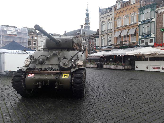 Sherman tank op de Bossche Markt.