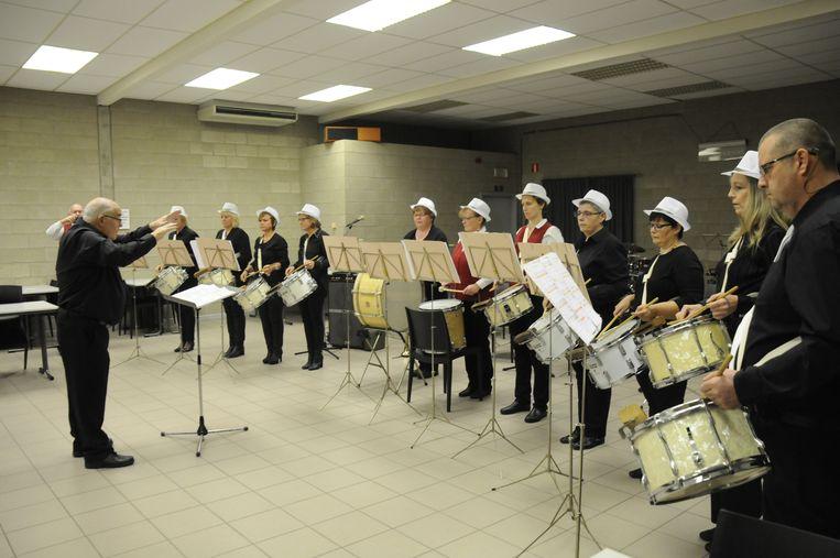 Guido Fabes was bijzonder trots om nog eens 'zijn' trommelkorps te mogen leiden.