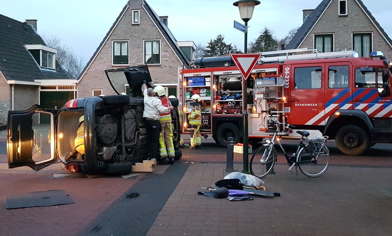De brandweer moest er aan te pas komen om het slachtoffer uit de auto te halen.