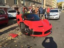 Man rijdt gloednieuwe Ferrari van 1,4 miljoen euro aan gort