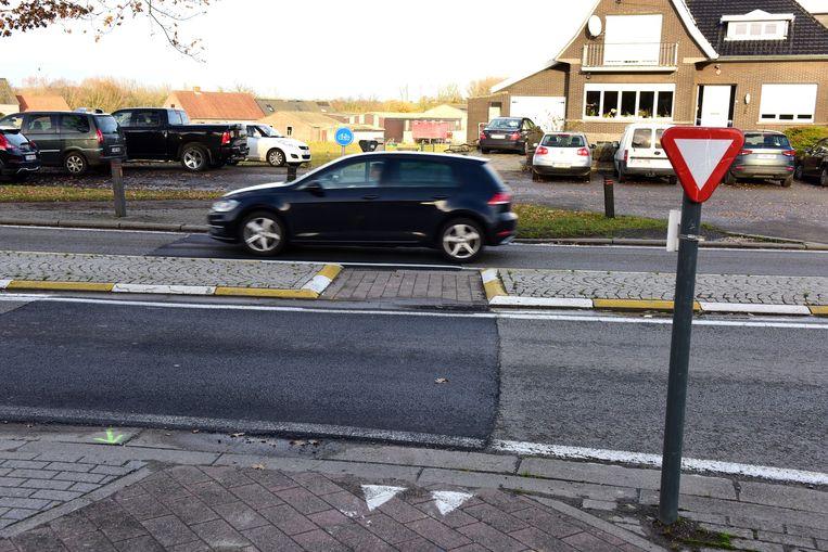De bestaande fietsoversteekplaats wordt 2,5 meter breed