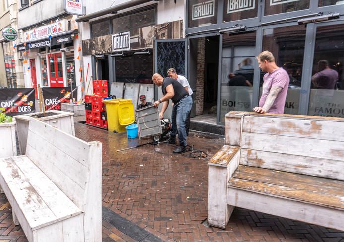 Met het oog op de heropening werd er deze week al flink schoongemaakt rond café Bruut.