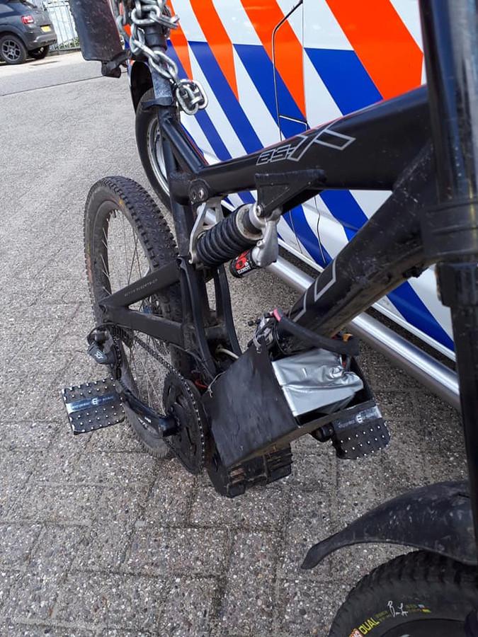 De razendsnelle, zelfgebouwde 'e-bike' in Winterswijk.