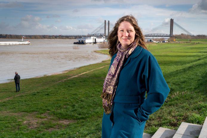 Eva van Esch (Partij voor de Dieren) roept voor de zoveelste keer op om de stort van granuliet in Over de Maas bij Heerewaarden te stoppen.