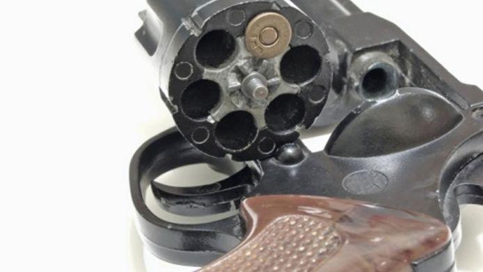 Vrouw sterft bij spelletje Russische roulette | Bizar | AD.nl