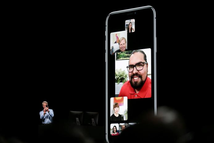 Apple's Craig Federighi laat zien hoe FaceTime met een groep mensen eruit zal zien.