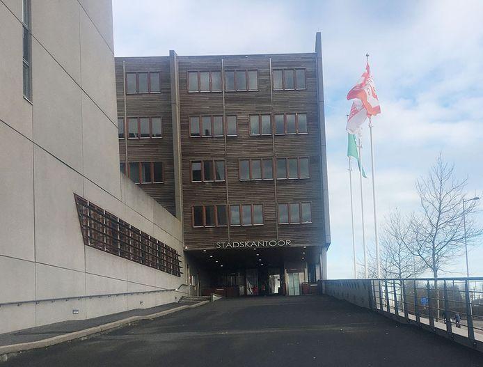De gemeenteraad van Middelburg wil dat de Rekenkamer onderzoekt waarom de gemeente al zo veel jaren financiële problemen heeft.
