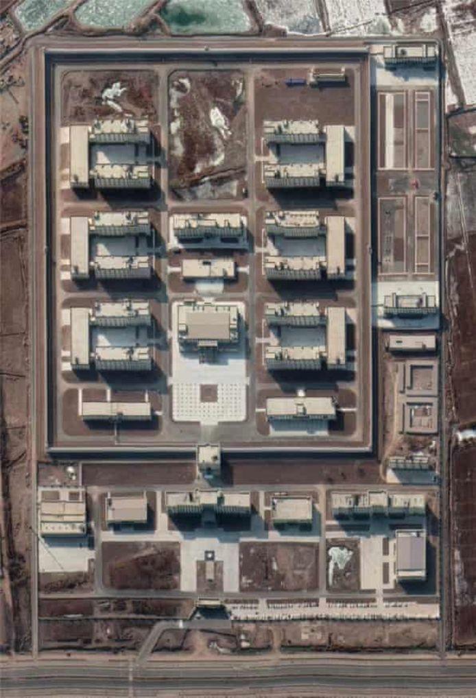 Satellietbeeld van een nieuw aangebouwd kamp in januari 2020.