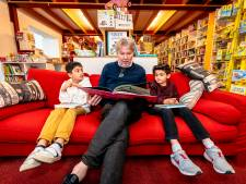 Hoe krijg je kinderen weer aan het lezen? 'Alles wat je wil weten staat in een boek'