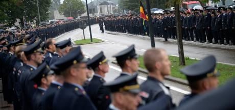 Une haie d'honneur impressionnante pour dire adieu aux deux pompiers décédés à Beringen
