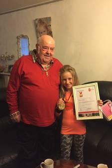 Romana (9) redde opa's leven net op tijd: 'Ik bescherm hem altijd'