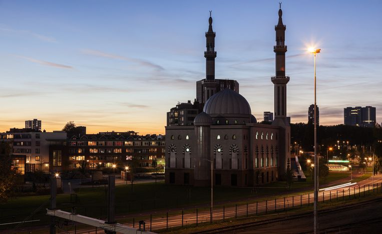 De Rotterdamse Essalammoskee is neergezet met geld uit de Emiraten.  Beeld Henryk Sadura/Shuttertstock