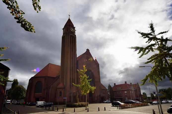 De Sint Josephkerk met daarnaast de pastorie is de enige katholieke kerk die open blijft in de stad Roosendaal.