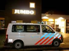 Overvallers Jumbo Lage Zwaluwe bedreigden personeel met mes en stroomstootwapen